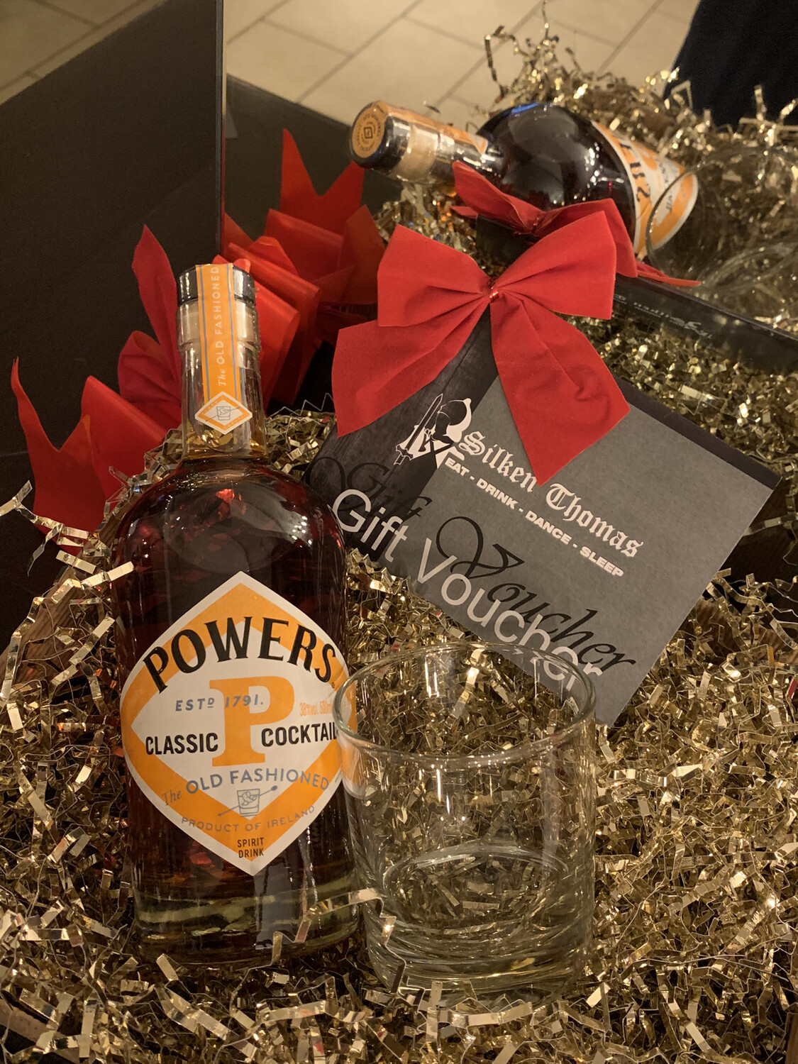 Powers Old Fashioned Hamper with Silken Thomas Voucher