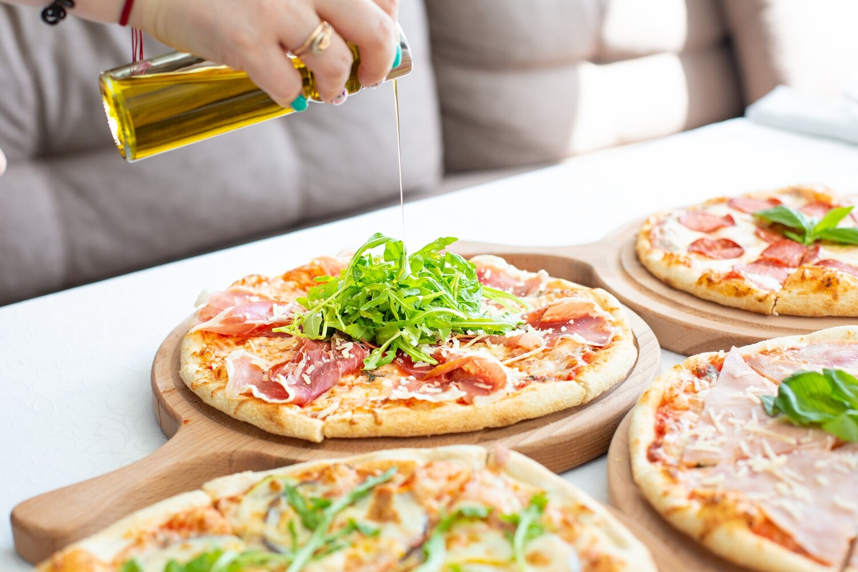Пицца с семгой и каперсами
