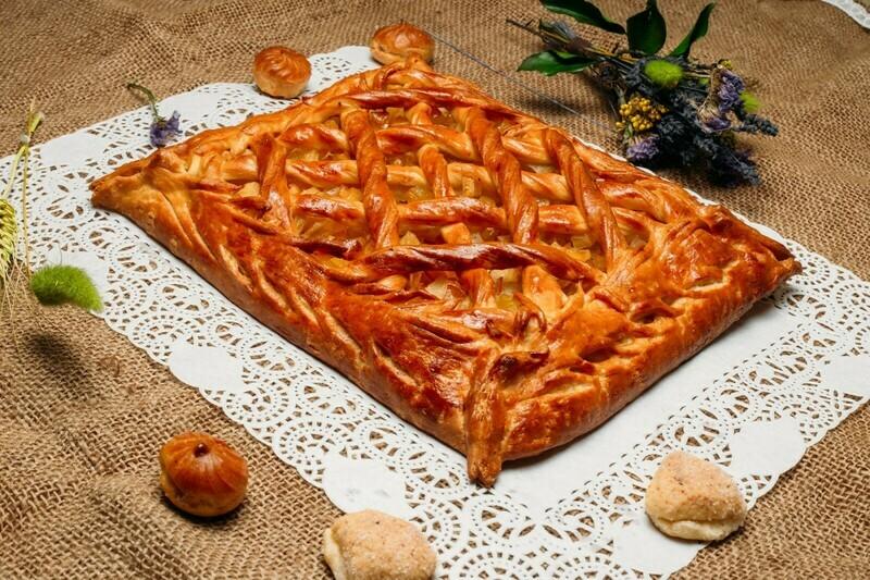 Пирог с яблоками и курагой 1 кг (предзаказ)