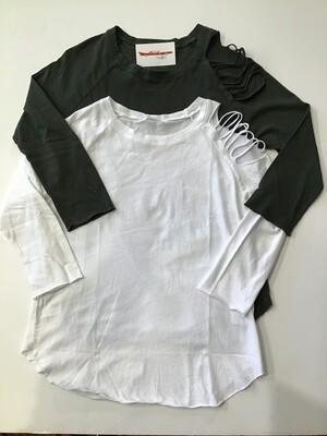 Shredded shoulder t-shirt