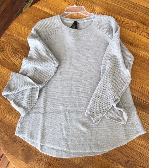 Sweater Tunic w/bell slv/slit Light Grey
