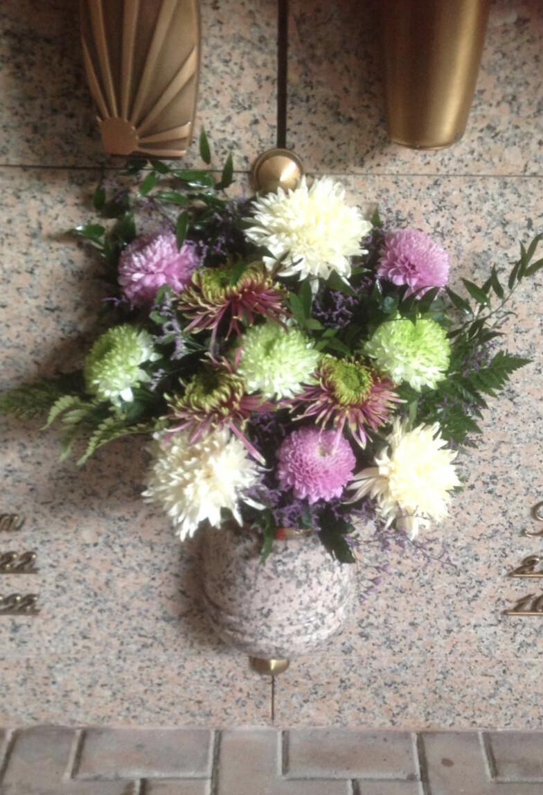 Mazzo frontale pronto 5 Crisantemi grandi per Forni/tombe a parete / OGNISSANTI