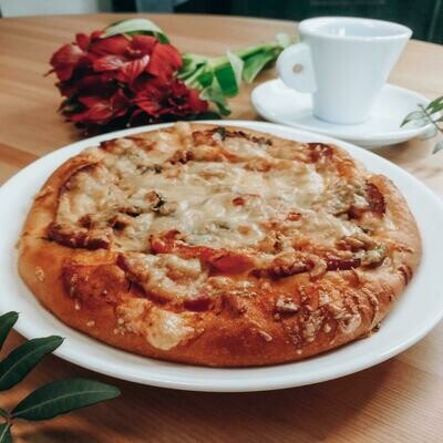 Мини-Пицца с салями и грибами