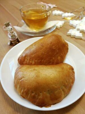 Пирожок с шампиньонами и картофелем