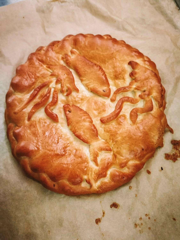 Пирог с красной рыбой и творожным сыром