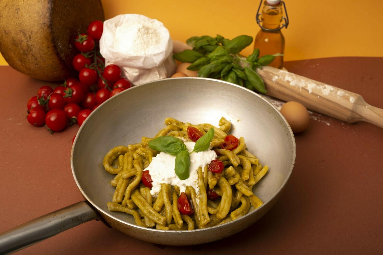 Pesto di basilico e pomodorini confit