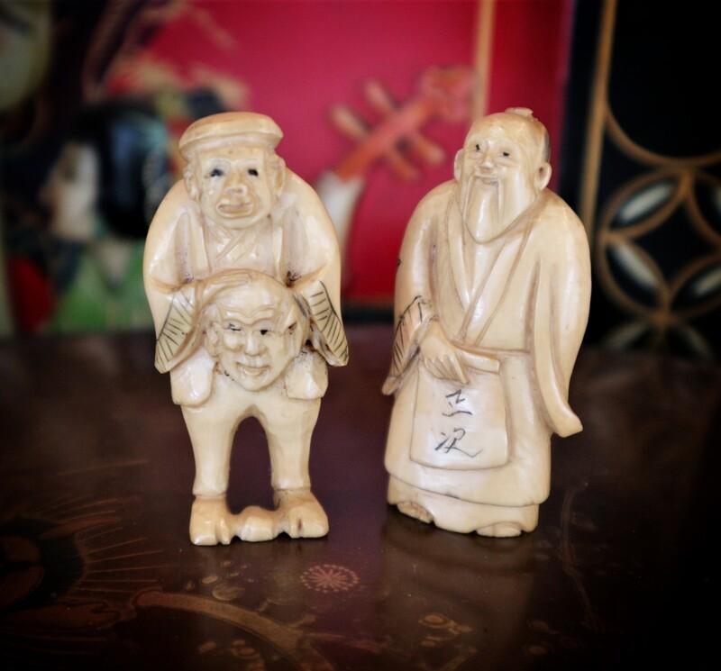 Antiguos Netsukes japoneses de marfil tallado
