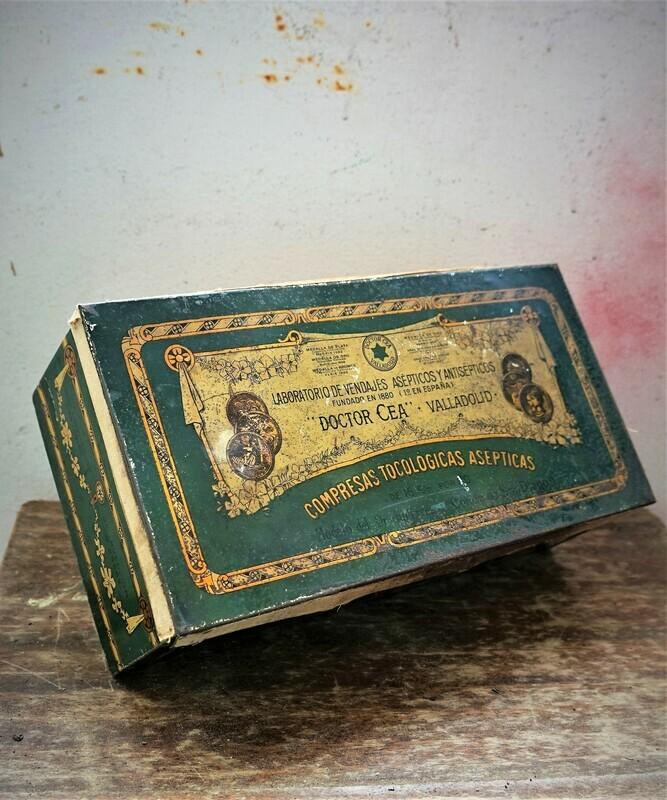 Antigua caja de hojalata Dr. CEA