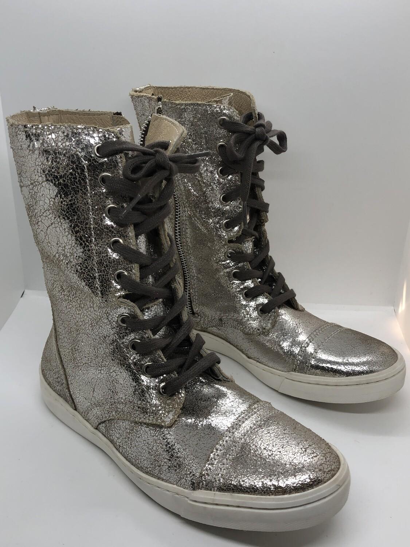 "STEVE MADDEN ""Resolvve"" Distressed Platinum Leather Sneaker Boots size 8"