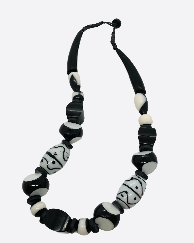 BLACK & WHITE Extreme Bead Necklace