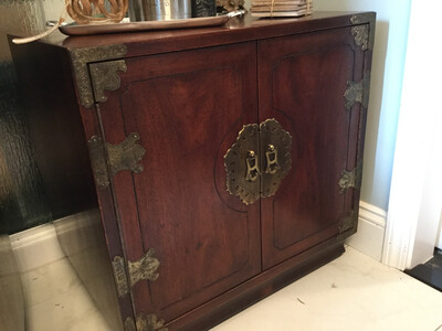 157 Henredon Night Stand With Doors