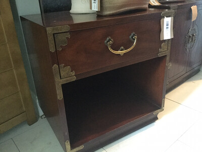 157 Henredon Night Stand With Drawer