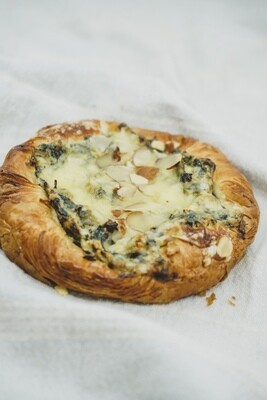 Savoury danish (feta, spinach)