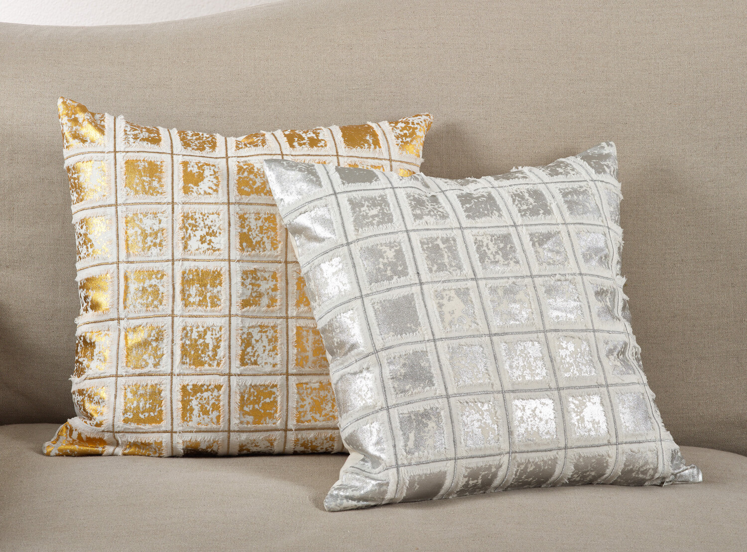 """SS 220 18"""" Pillow Cover Silver"""