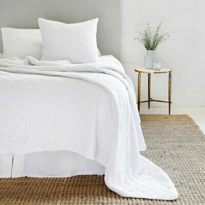 Pompom Brussels Coverlet White Queen