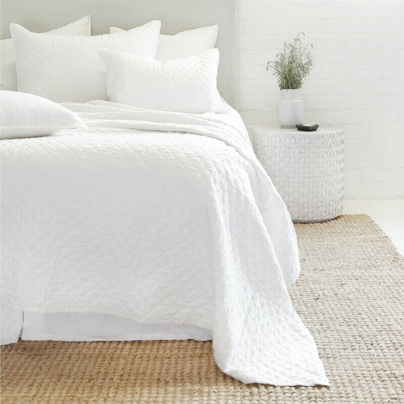 PomPom Coverlet Hampton King White