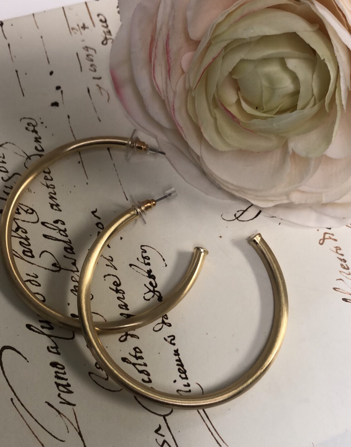 Love AO Earrings Gold Hoops