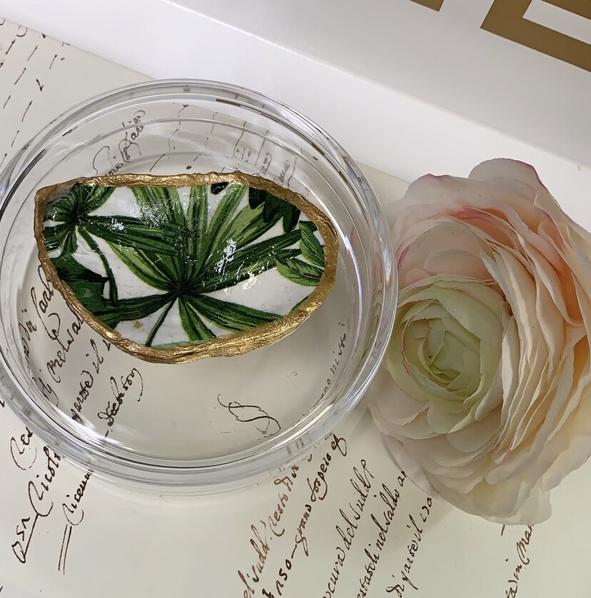 Acrylic Designer Round Box Palm Oyster