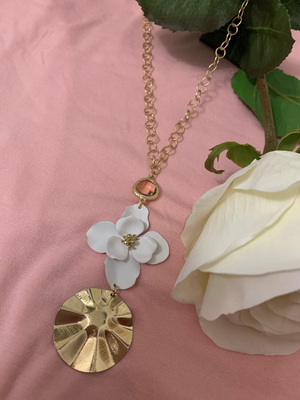 Love AO Necklace White Flower