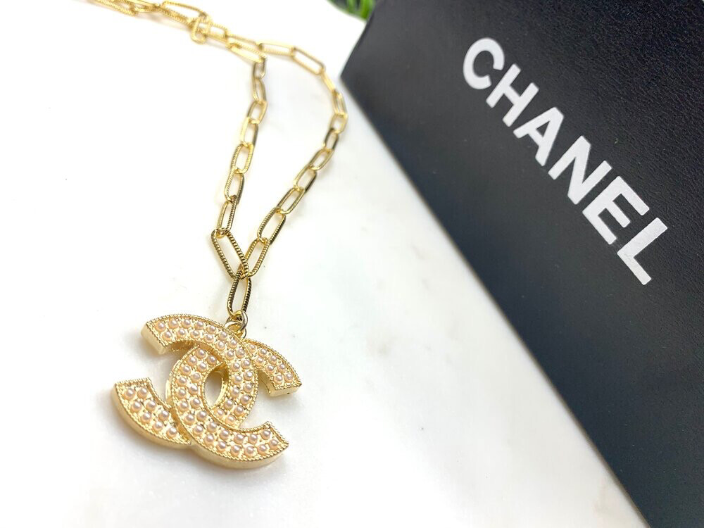 SJ Inspired Necklace Pearl Logo CC