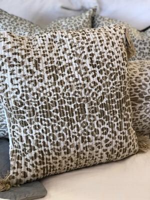 "20"" Cheetah Print Tassel Pillow"
