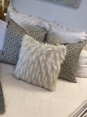 """22"""" Nikki Jacquard Dot Pillow"""
