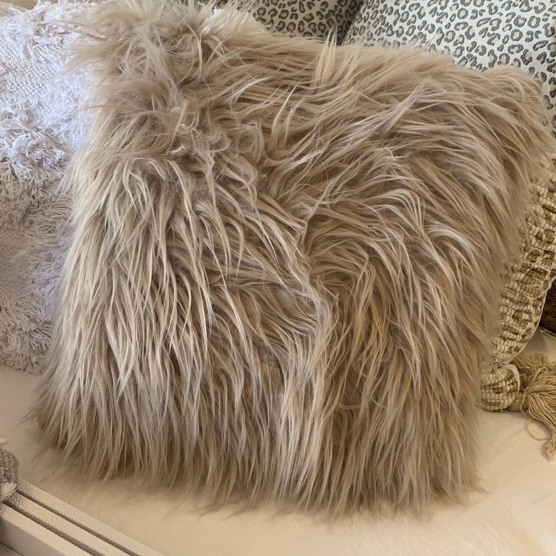 """SS 18"""" Natural Fur Pillow"""