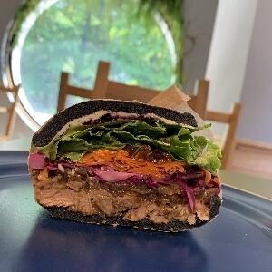 MOCMO sandwiches ジンギスカン 焦がし玉葱とブルーベリーソース(土日配達不可)
