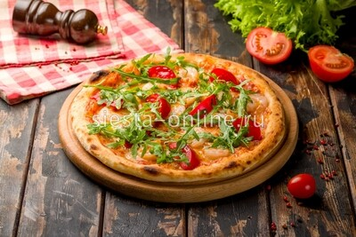 Пицца с креветками и томатами