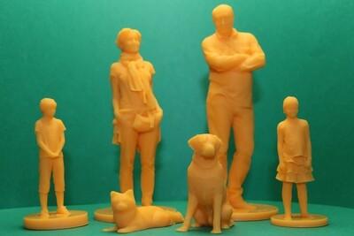 Figuras familia con 4 miembros y mascotas