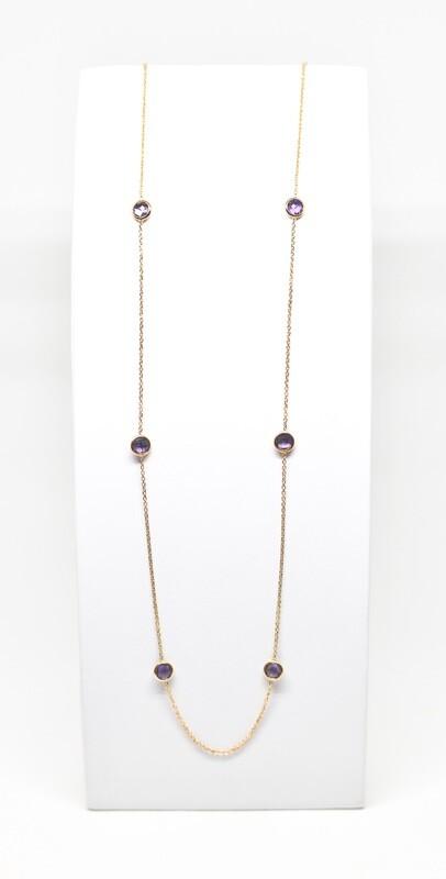Sautoir en or rose 18k, longueur 90cm serti de 11 améthystes