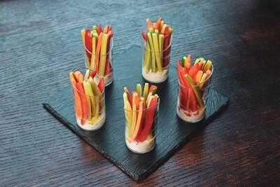 """Овощные палочки с соусом """"фета"""""""