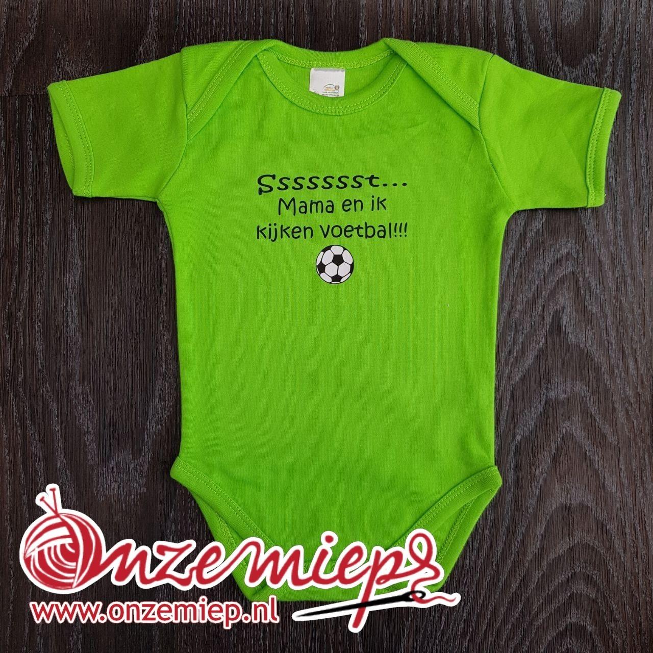 """Groene romper met de tekst: """"Sssssst... Mama en ik kijken voetbal"""""""