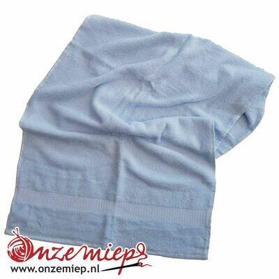 Handdoek met naam - ijsblauw - 50 x 100 cm