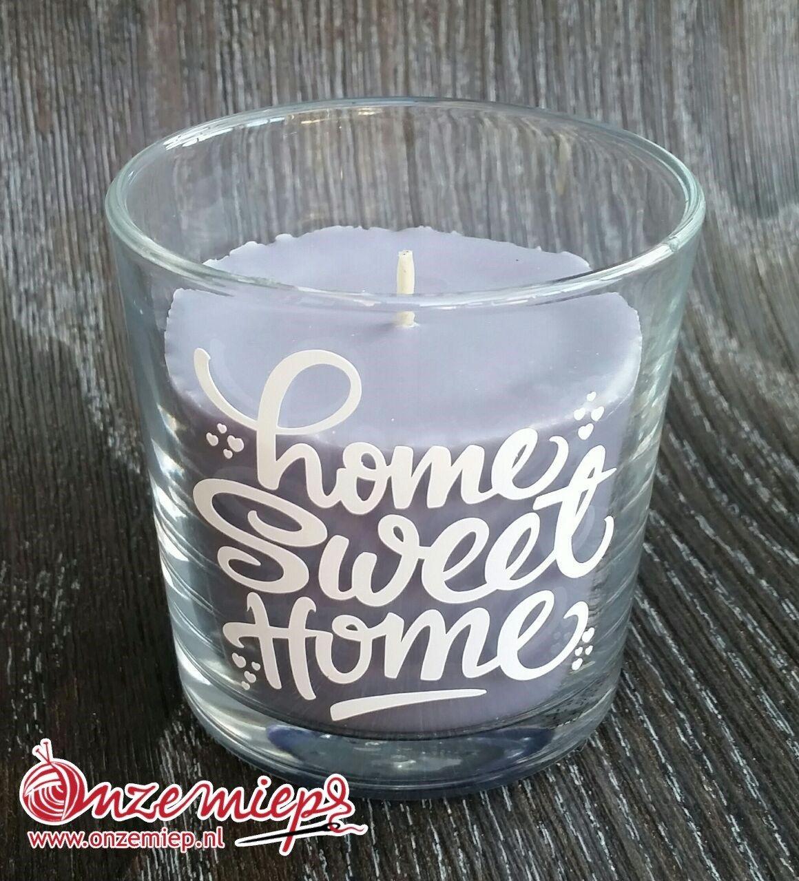 """Grijze/paarse geurkaars met de tekst """"Home sweet home"""""""