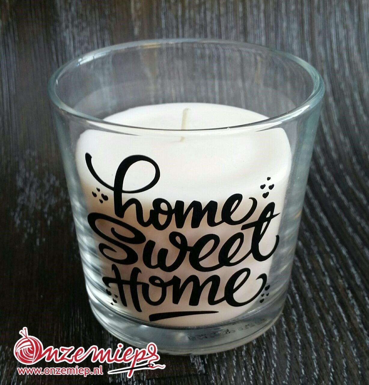"Witte geurkaars met de tekst ""Home sweet home"""
