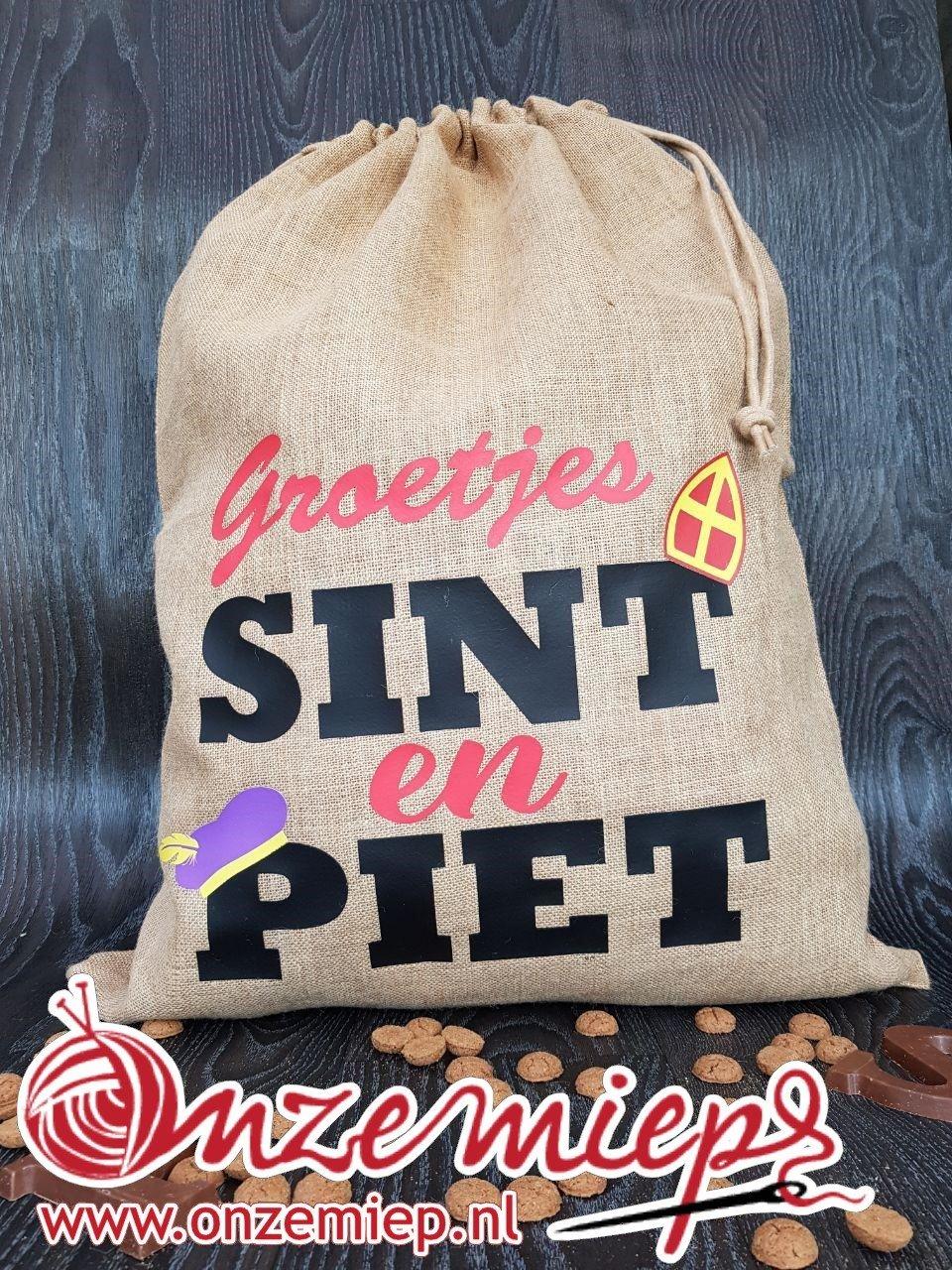 """Sinterklaas jute zak voor cadeautjes met de tekst """"Groetjes Sint en Piet"""""""