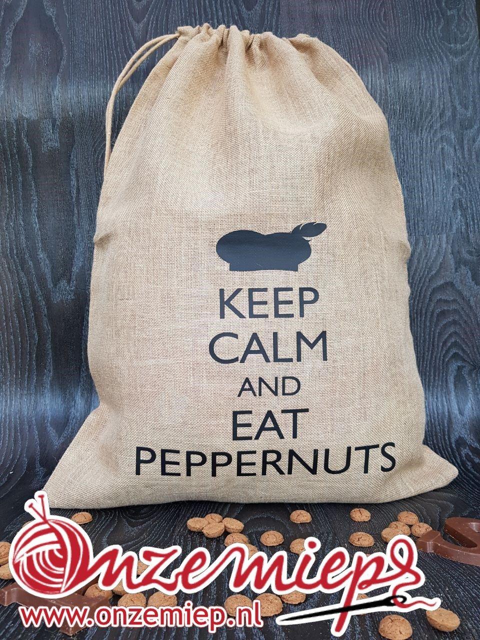 """Sinterklaas jute zak voor cadeautjes met de tekst """"Keep calm and eat peppernuts"""""""