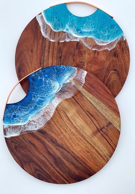 Willow and Sea Large round board. Turquoise shallows colour (lighter)