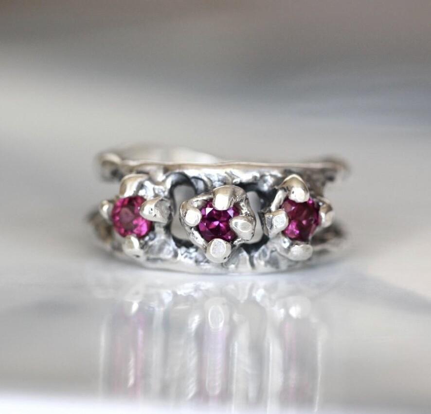 JuxGarnet Crown Ring Size P