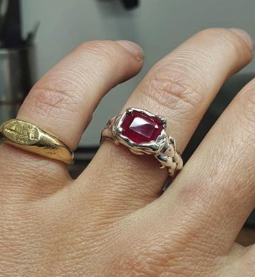 Der Akt Ruby Goo Ring Size K
