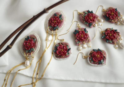 MOON BY HANDMADE - RED FLOWER WITH FRESHWATER PEARL EARRINGS