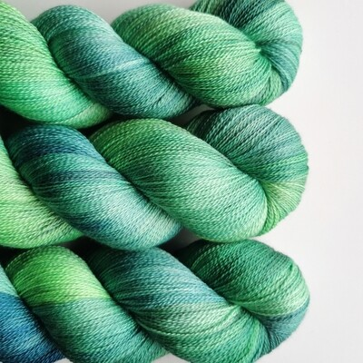 Potluck in green Merino/Silke Lace