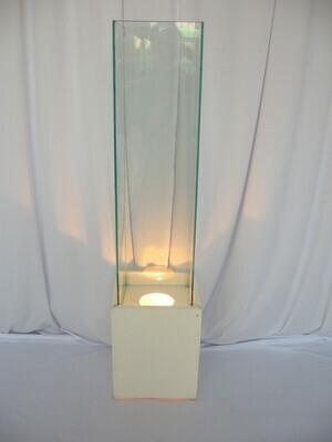 Pilastra de vidro com base e iluminação