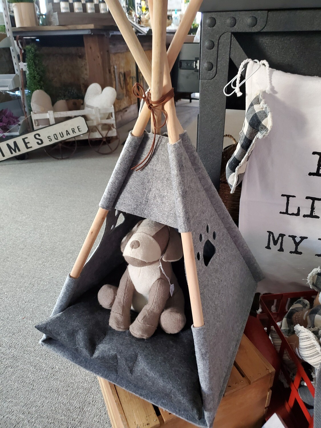 Dog Leash Hanger, Tee Pee Bed & Toy