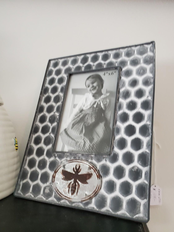 Honey Comb Bee Metal 4x6 size Frame