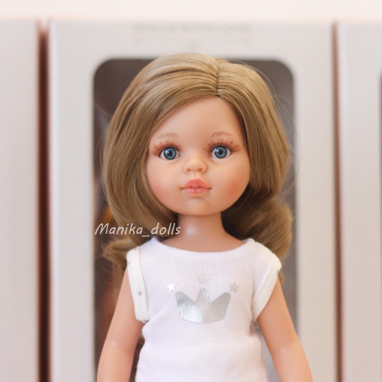 Карла, волнистые волосы, глаза голубые