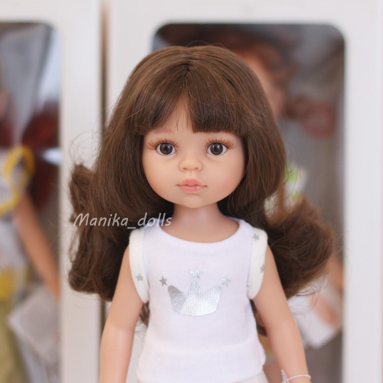 Кэрол, волнистые волосы с челкой, глаза карие