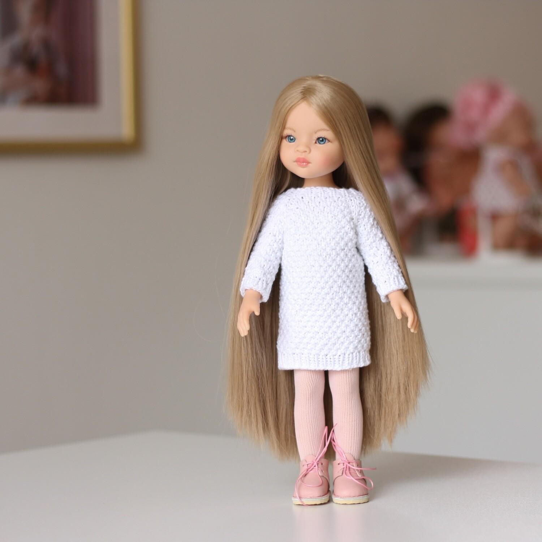 Маника Рапунцель в вязаном платье и ботинках