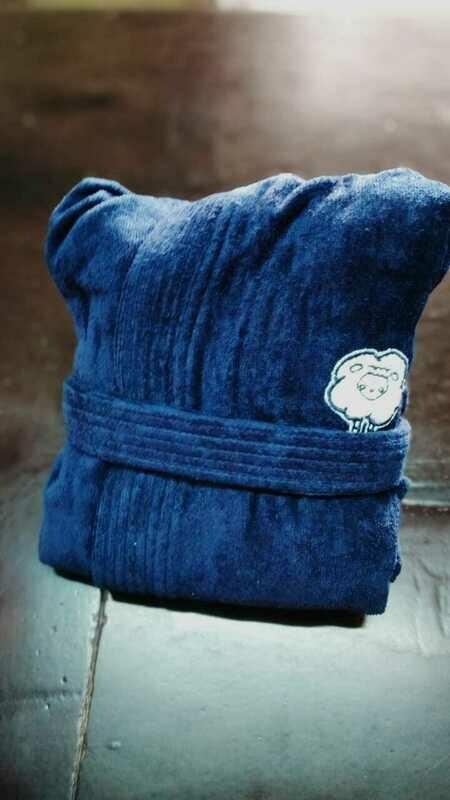 Bata Toalla 100% Algodón Azul Marino Con Gorro y Puño  Bordado Oveja